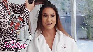 Latina lesbians Emily Willis Alexis Zara sissor - Twistys
