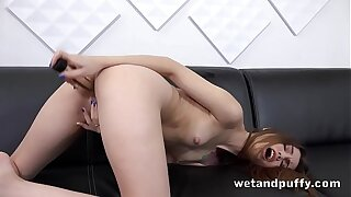 Gorgeous Ella Rosa Loves To Play With Pussy Lips